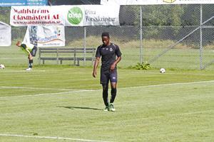 York Rafael under det första spelmomentet på onsdagens träning.
