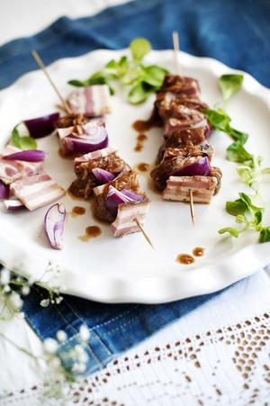 Det naturliga fettet i sidfläsket gör fläskkarrén mer smakrik.
