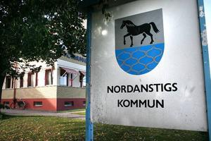 S - politiker pluggar för skattehöjning under 2012. En överbryggnings till 2013 då statens nya skatteutjämningssystem ger Nordanstig 17 nya miljoner.