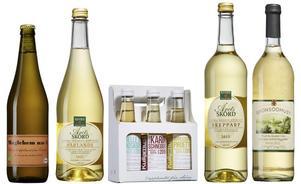 Fem nya goda alkoholfria äppelmust finns att köpa på Systembolaget.