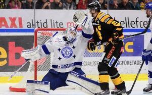 Leksandsmålvakten Joel Gistedt räddade 45 skott, men Skellefteå vann ändå matchen med 2–1. Foto: ROBERT GRANSTRÖM / TT
