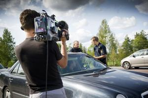 En körkortslös bilförare stoppades framför tv-teamets kamera. Den händelsen kommer med i ett avsnitt av serien 112 på liv och död där avsnitten med de lokala poliser börjar sändas på måndag.
