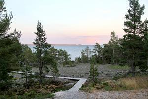 Kustvägen - rastplatsen Sundsand mellan Mellanfjärden och Hårte.