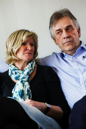 – Man känner med hans fru och de två små barnen. Det måste vara fruktansvärt. De satsar för att de här människorna ska få ett drägligare liv och så mister han sitt eget, säger Rigmor Edström.Hon och henns man Ulf Edström känner personligen den amerikanske lärare vid skolan i Jemen som sköts ihjäl. Skolan har Pingstkyrkan i Sundsvall som huvudman och Rigmor Edströms pappa grundade den för drygt 40 år sedan.