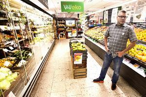 Dan Hedin på Ica supermarket traktören i Östersund säger att en ökad energiskatt skulle ge en stor kostnadsökning eftersom butiken slukar en halv miljon kilowattimmar el varje år.