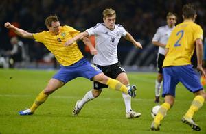 Kim Källström kom in efter paus, då vände det för Sverige i VM-kvalmötet med Tyskland i Berlin. Kim spelade fram till både 4-1 och 4-2.Till slut blev det 4-4 efter en riktig bragdinsats av det svenska landslaget.