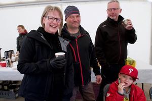 – Det var väldigt intressant att titta på Svegs kraftstation, jag visste inget om detta men nu vet jag massor, säger Lina Andersson. Här tillsammans med Leif Larsson, Jan Andersson och Anton Strömberg.