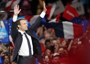Emmanuel Macron är favoriten i andra omgången 7 maj, men också den som varit den största måltavlan för ryska troll.