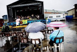 Det blev en blöt inledning på Expo Norr, som firar 60-årsjubileum i år. 187 företag ställer ut under årets mässa.
