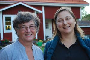 Egna företagare, bybor och grannar - Birgitta Sjöde S Klingberg och Sylvia Krepp i Romma håller öppet hus i morgon torsdag tillsamman med Lisa Skogs i grannbyn Hälla. Coaching, modekläder och en sprillans ny glassfabrik är vad som väntar besökarna.