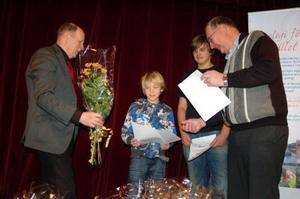Delat fjärdepris och ungdomspris fick Erik och Anton Svensson från Överturingen, barnbarn till Harriet Svensson.
