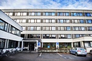 Landstinget Västernorrland har beslutat att fortsätta satsa på att låta läkare och sjuksköterskor göra hembesök i Sundsvall hos patienter med många olika vårdbehov.
