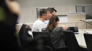 En av de misstänkta personerna under fredagens häktningsförhandlingar vid Örebro tingsrätt.