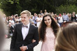 De lyckliga studenterna fick visa upp sig för hundratals personer.