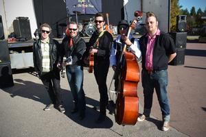 Fredrik Eriksson, Tord Gustafsson, Erik Persson, Erik Backjanis och Anders Larsen spelade musik.