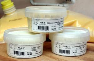 Tio olika såser tillverkas i Mariedalsköket i Timrå. Såser som sedan säljs på burk i butiker.