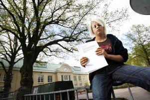 Line Nielsen ingår i den grupp på fyra elever som protesterar mot att deras vaktmästare måste sluta.