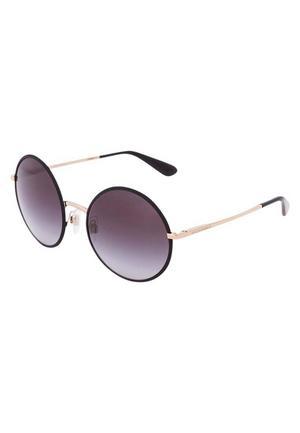 7. När det gäller solglasögon spelar könet verkligen ingen roll. Snarare huvudstorleken- och formen.  Ändå läggs de ofta på olika avdelningar. Solglasögon från Dolce&Gabbana, cirkapris: 1 695 kronor.