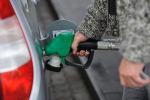 - Det är ingen som vet om prissänkningen kommer att hålla i sig, säger Ulf Svahn, VD på Svenska petroleum institutet (SPI).