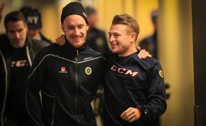 Christoffer Edlund firade sin 30-årsdag tillsammans med Erik Säfström – med en lättare landslagsträning i Göransson Arena