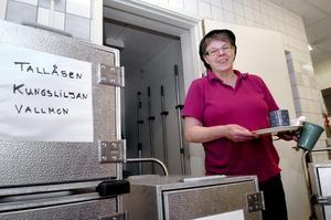 Respons. –Vi har fått bra respons från äldreboendena och gott stöd från våra chefer på kostenheten, säger Margareta Johansson i Storåskolans kök.bild: michael landberg