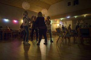 Dans inne på Folkets hus i Lillhärdal.