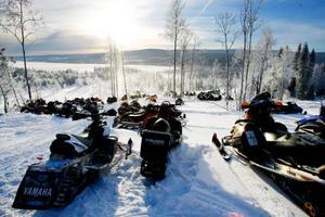 En transitled genom Jämtland ska bidra till ökad tillgänglighet till naturupplevelser och utflykter för alla.                      Bilden är tagen på skoterns julafton i Åkersjön förra vintern.    Foto: Henrik Flygare