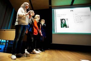 En stor grupp elever har drivit skoltidningen Canis Lupus på webben. De intervjuade bland andra statsminister Fredrik Reinfeldt, artisten Motoboy och Robinson-Ewa.