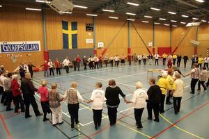 En gång tidigare har PRO Gnarp ordnat seniordans och nu var det efter flera år dags igen. Cirka 90 glada pensionärer dansade hela lördagen.