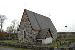 Kyrkorådet i Tegelsmora med sin ståtliga kyrka vill inte att Tegelsmora och Vendels församlingar slås samman.