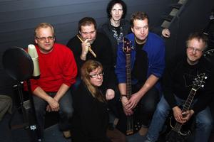 BB-band med Göran Dahlén, Bror Berglund, Gunilla Blom,  Bengt-Olov Persson och Stig Nyman samt bakom studiomannen Tommy Castello.
