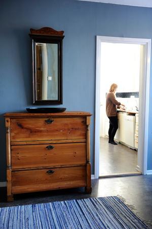 Lättavtorkade, rena ytor och möbler i massivt trä är bra för allergiker.