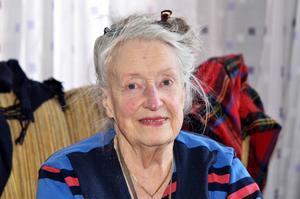 Inger Knaust Swenson sköter allt hushållsarbete i lägenheten på Norrliden.
