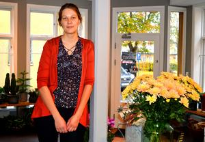 Mikaela Ramberg sadlar nu om från restaurangbranschen och öppnar sin egen blomsterbutik.
