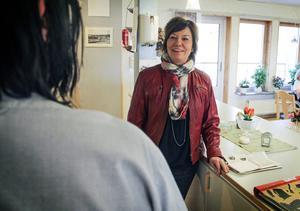 Katarina Hedberg (S) är ordförande i omvårdnadsnämnden. Hon säger att konkurrens om arbetskraften kan uppstå när LOV införs eftersom det redan är svårt att rekrytera undersköterskor.