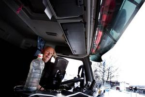 Bakom ratten. Uffe Persson har under sina 25 år som plogbilsförare bara varit med om några få mindre olyckor.