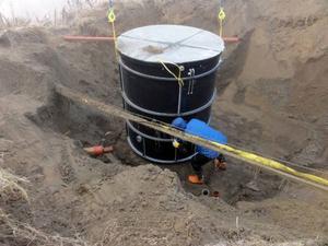 Herbert Jacobsson, VA-tekniker på Ragunda kommun, hjälpte till att få det nya minireningsverket på plats.