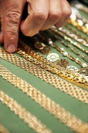 Priset på guld har ökat med omkring 50 kronor grammet det senaste halvåret.