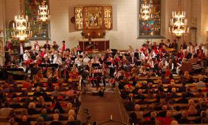 Ungefär 300 åhörare hade samlats i Gagnefs kyrka.