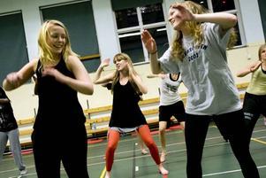 gratis pass. Satsningen på Vasaskolan är främst till för dem som inte håller på med någon organiserad idrott. Anna Rosenkvist, Malin Gullstrand och Ida Rannestig tog chansen att dansa afrikanskt i går.