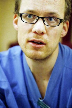 """""""Många som överlevt intensivvård mår psykiskt och fysiskt dåligt"""", konstaterar Mattias Schindele."""