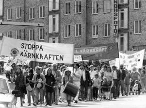 Efter Tjernobyl. Gävlebor demonstrerar, maj 1986. I vår väcker länets kulturinstitutioner 25-årsminnet av en kärnkraftskatastrof. I vår har en kärnkraftkatastrof hänt igen.