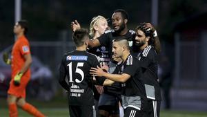 Osman Aksoy (längst till höger) gjorde två mål från elvameterspunkten när Ånge tog den nödvändiga trepoängaren borta mot IFK Timrå via 4–2.