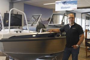 Fler än vanligt köper större båtar, säger Joakim Mellqvist, vd på Yamaha Marine Store.