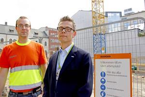 Jacob Cederstrand och Jan-Henrik Larspers på Skanska hoppas att samarbetet med Skatteverket ska stoppa fuskare på bygget.