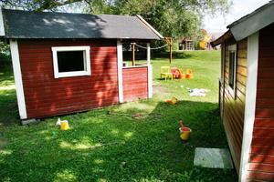Två lekstugor vid Öjestugans förskola i Edsbyn har blivit utsatta för skadegörelse och inbrott.