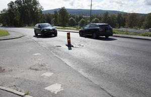 Varningskoner och diverse försänkningar på Granloholmsvägen har länge stört trafikrytmen och begränsat framkomligheten länge på Granloholmsvägen. Nu är det dags igen.