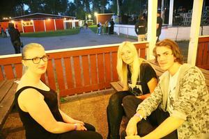Albin Züchner, Maria Larsson och Alexandra Fogelberg tycker det är roligt när det händer något för ungdomar i Sveg.
