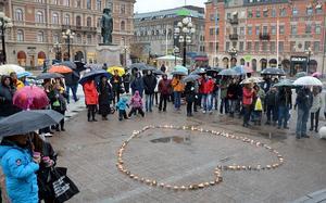 Ett hundratal personer samlades på Stora torget i Sundsvall för att hedra offren för narkotikan.