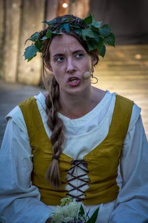 Jenni Åström i rollen som Brytha.
